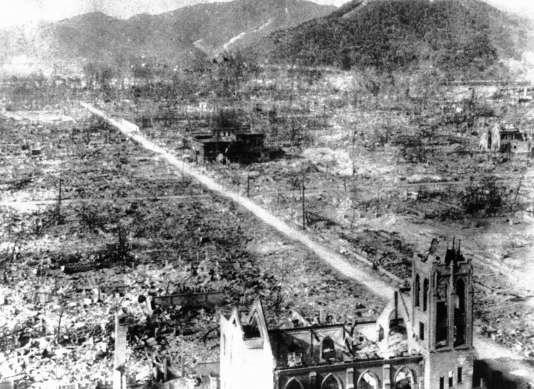 Les restes d'Hiroshima, le 5 septembre 1945, près d'un mois après l'explosion de la bombe atomique américaine.
