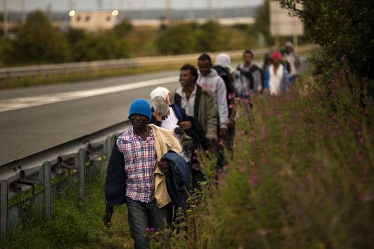 Des migrants à Calais, le 3 août.