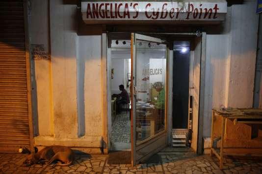Un cyber cafe à Allahabad en Inde le 3 août 2015.