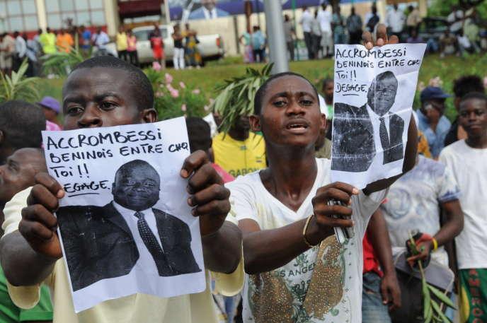 Des partisans d'André Mba Obame, leader de l'opposition, demandent le départ du