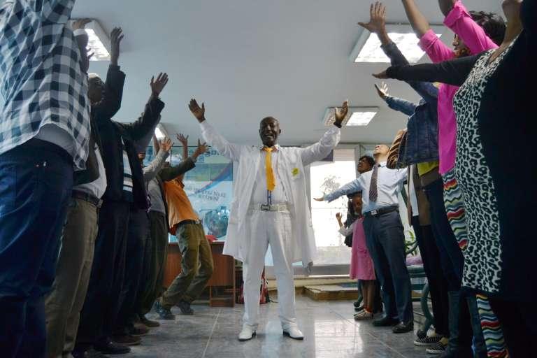 Belachew Girma, a ouvert une école du rire en Ethiopie il y a cinq ans.