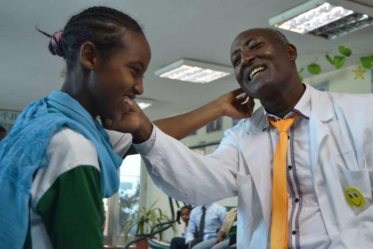 Belachew Girma, dans son école du rire ouverte il y a cinq ans.