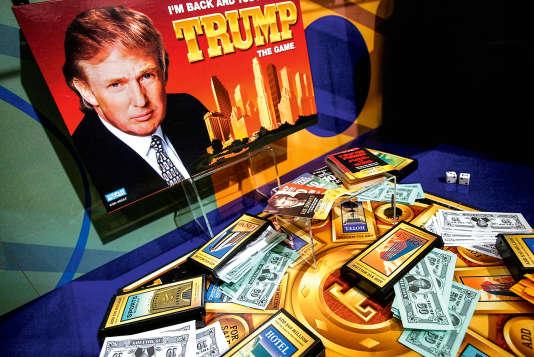 Inspiré du Monopoly, Trump the Game, est l'un des nombreux produits dérivés lancés par le milliardaire.