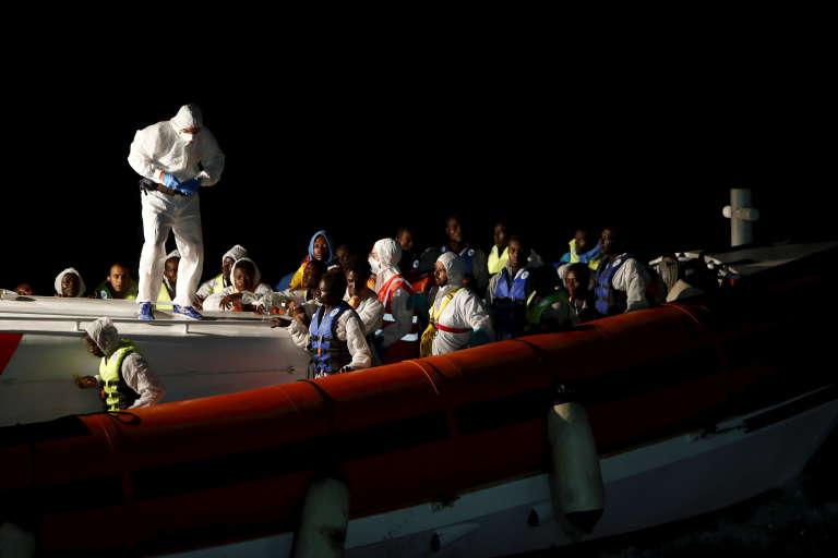 Des migrants sauvés non loin des côtes de l'île italienne de Lampedusa, le 3 août.