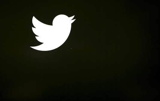 En s'inspirant de plus en plus de Facebook, Twitter risque-t-il de perdre son identité ?