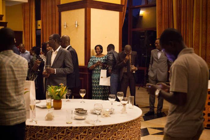 Au Laico, c'est le truculent général ivoirien Abdoulaye Coulibaly qui régale. Celui qui a été le pilote personnel de Félix Houphouët-Boigny dirige désormais la compagnie Air Côte d'Ivoire.