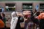 A la gare de Koudougou, à l'ouest de la capitale burkinabée, le train ne s'arrête plus que quinze minutes tous les deux jours, au grand dam des vendeuses d'oignons, de mangues, de pagnes ou de savons.