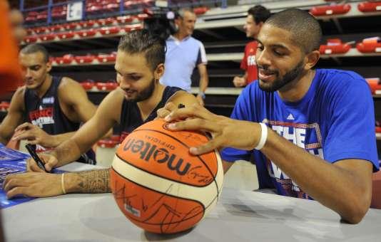 Nicolas Batum, ballon en main, le 5 août, à Nancy.
