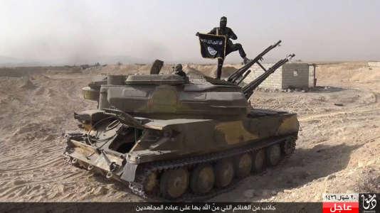 Des images de l'Etat islamique lors de sa conquête de la ville d'Al-Qaryatayn, située dans la province de Homs.