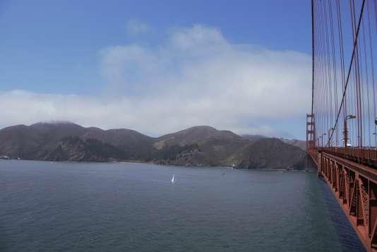 Les falaises de Marin County depuis le Golden Gate Bridge.