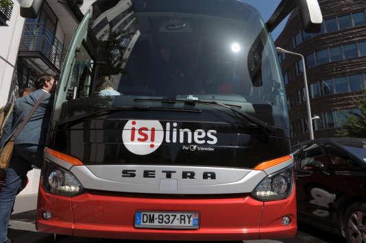 Un bus Isilines du groupe Transdev à Issy-les-Moulineaux en 2015.