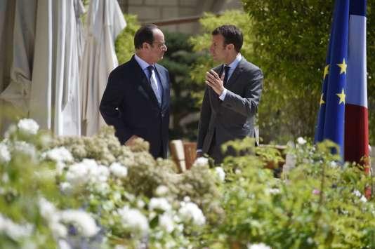 François Hollande et Emmanuel Macron au palais de l'Elysée le 31 juillet 2015.