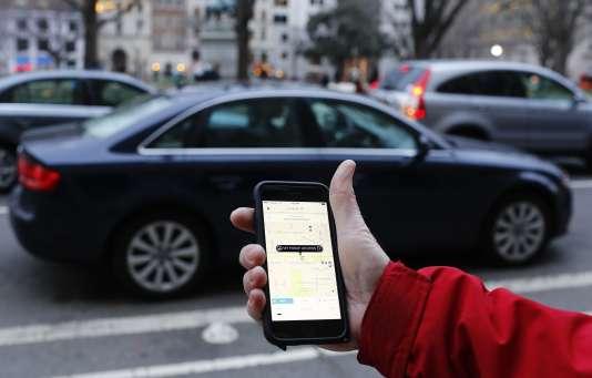 Commande d'un VTC sur l'application Uber.