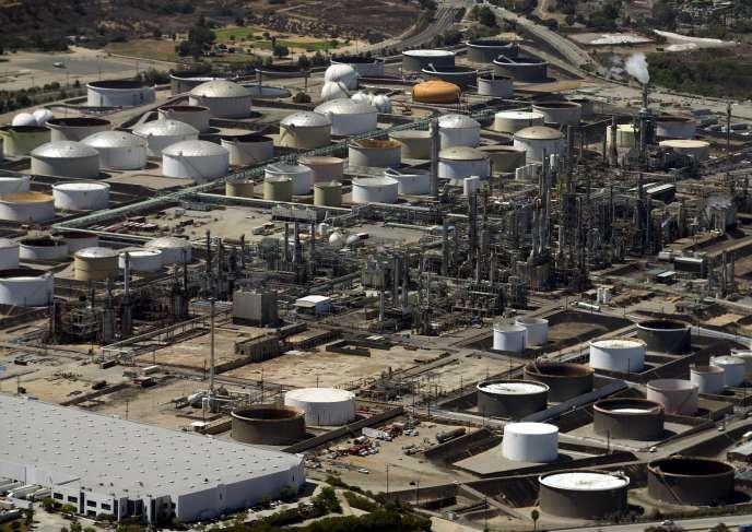 Mercredi 12 août, au matin, le baril de pétrole américain est tombé à 42,80 dollars, son plus bas niveau depuis près de six ans et demi
