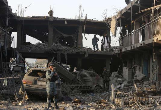 Près du lieu de l'explosion, le 7 août à Kaboul.