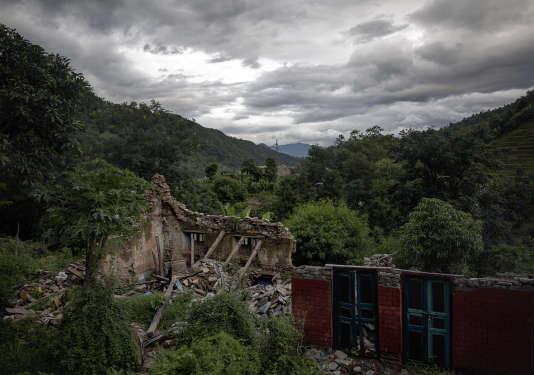 Des maisons détruites dans le district de Sindhupalchowk au Népal, le 1er août.