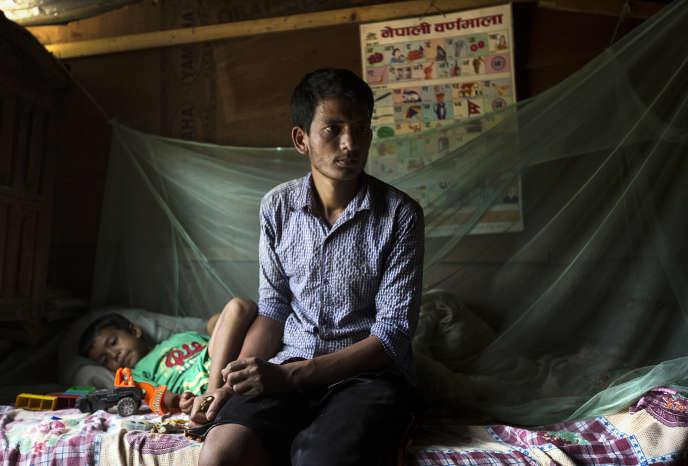 Ram Bahadur Katwal a perdu son épouse et l'un de ses fils, âgé d'un an et demi, dans le séisme du 25 avril, au Népal.