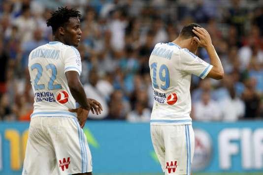Les Marseillais Michy Batshuayi et Abdelaziz Barrada, défaits d'emblée face à Caen pour la reprise du championnat, samedi 8 août.