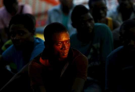 """Un migrant secourus par MSF, le 8 août à bord du """"Bourbon Argos"""", entre la Libye et la Sicile."""