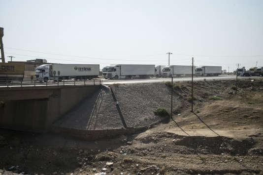 Des camions de marchandises, à Silopi, le 2 août.