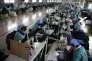 Des ouvrières dans une usine textile à Huaibei en Chine en février 2012.
