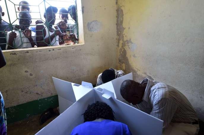 Il s'agit du premier scrutin organisé depuis l'arrivée au pouvoir du président Michel Martelly, en mai 2011, dans ce pays encore meurtri par le séisme de 2010.