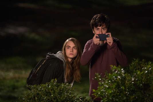 """Cara Delevingne et Nat Wolff dans le film américain de Jake Schreier, """"La Face cachée de Margo"""" (""""Paper Towns"""")."""