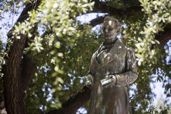 La statue de Jefferson Davis, au cœur de l'université du Texas, à Austin.