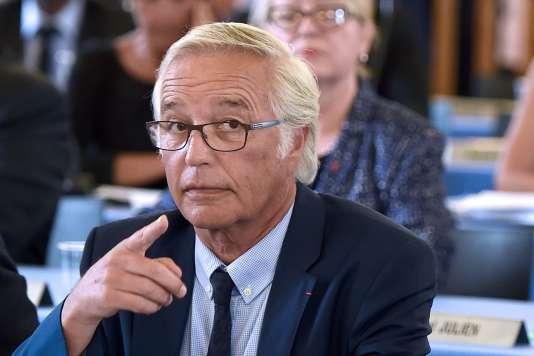 François Rebsamen, le 10 août 2015, à Dijon. AFP PHOTO / PHILIPPE DESMAZES