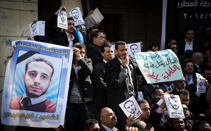 Manifestation au Caire le 1er mars 2015, après la mort de l'avocat Karim Hamdy en prison.