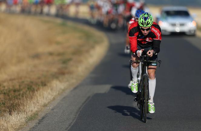 Le triathlète  Ludovic Chorgnon, près de Vendôme (Loir-et-Cher), a parcouru  7 380 km en vélos en 41 jours.