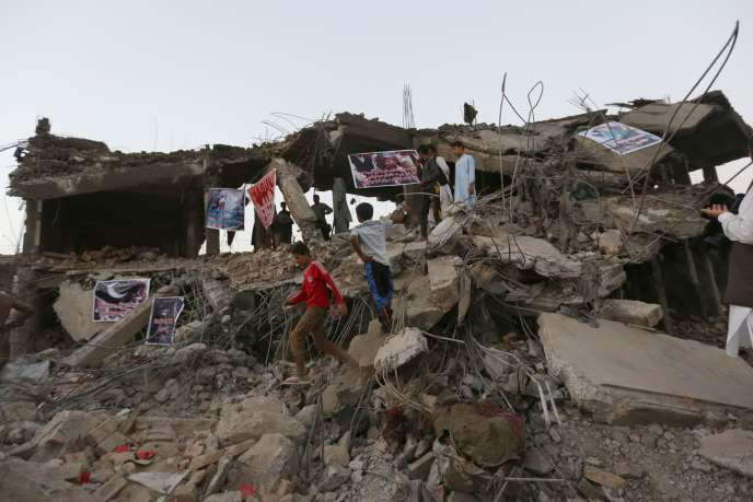 A Kaboul, le 8 août, sur le site d'un attentat.