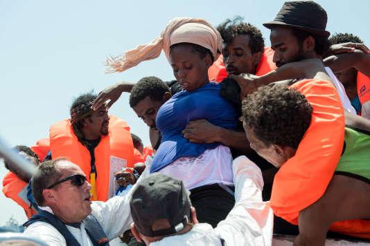 Des migrants secourus par MSF, le 10 août en Méditerranée.