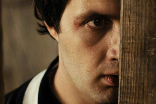 """Karim Leklou dans le film français de Raphaël Jacoulot, """"Coup de chaud""""."""