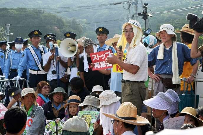 Manifestation contre la relance d'un réacteur nucléaire à la centrale de Sendai, île de Kyushu, le 11 août.