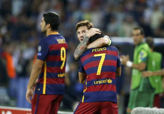 Pedro Rodriguez et Lionel Messi lors de la finale de la Super Coupe à Tbilisi en Georgie le 12 août 2015.