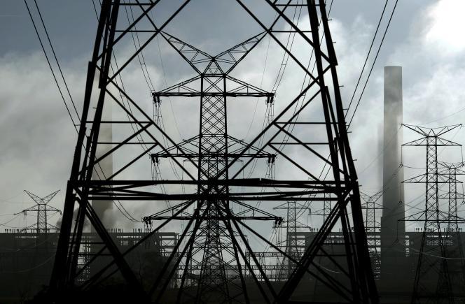 Des lignes électriques près de la centrale thermique Liddell, au nord de Sydney, en Australie.