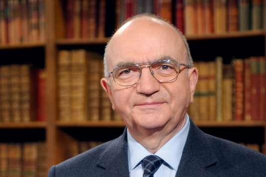François Hollande a rendu hommage à « un grand juriste » et « un patriote sincère ». Le président du Sénat devra nommer un nouveau « Sage ».