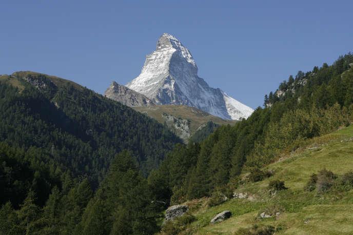 Le mont Cervin (Matterhorn, en allemand), vu du village suisse de Zermatt.