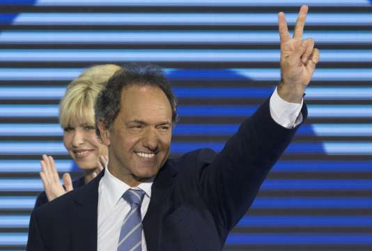 Daniel Scioli et sa compagne à Buenos Aires le 10 août 2015.