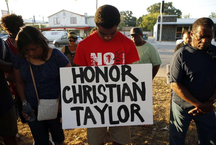 Rassemblement en hommage à Christian Taylor, abattu par un policier blanc près de Dallas, le 10 août 2015 à Arlington.