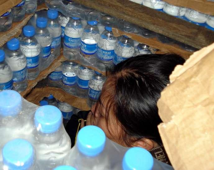 Les migrants clandestins sont chargés le plus tard possible dans les camions par les passeurs, afin de limiter leur exposition au gaz carbonique.