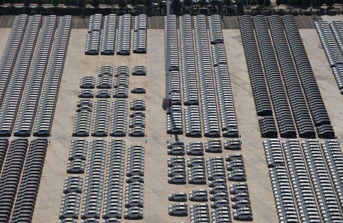 Des voitures à leur sortie d'usine le 1 août 2015 à Wuhan, dans la province de Hubei en Chine.