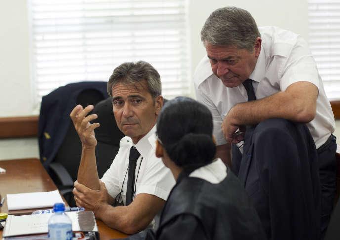 Les pilotes français Bruno Odos et Jean-Pascal Furet lors de leur procès à Santo Domingo en République dominicaine, le 5 juin 2015.