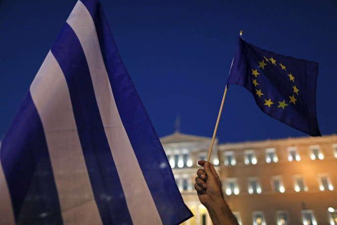 Compte tenu du faible investissement et de la réduction de la population active, la production potentielle de la Grèce chute de près de 1 % par an. Comment imaginer un rétablissement des finances publiques dans un contexte où la base fiscale se contracte pendant près de sept ans?
