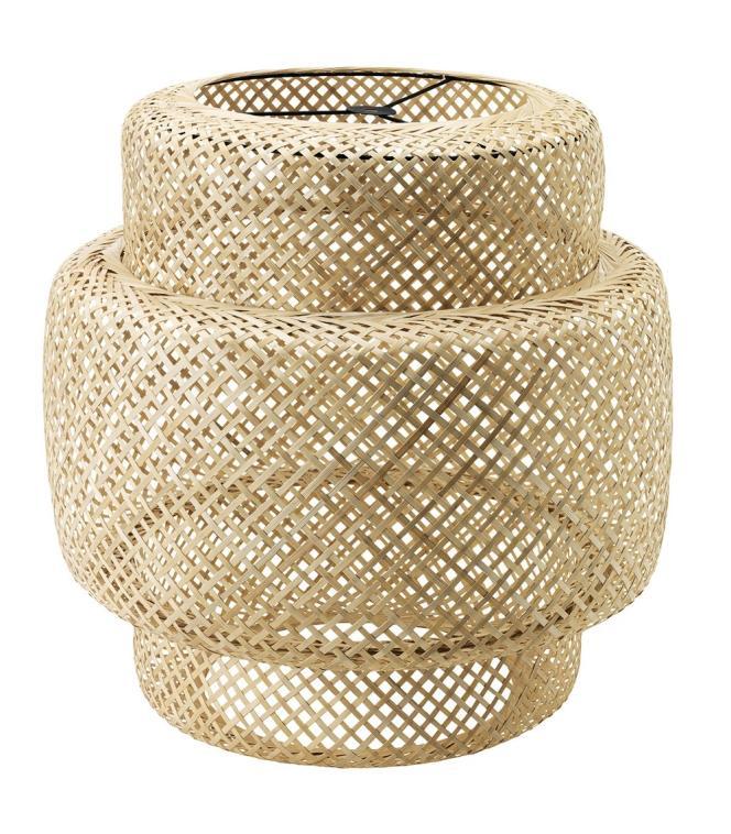 Suspension tressée à la main en bambou verni. 49 €. Collection Sinnerling. Design Ilse Crawford pour Ikea.