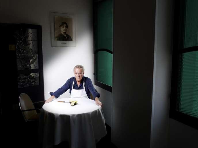 Alain Passard dans son restaurant parisien l'Arpège, en juillet.