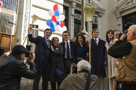 Les acteurs de « Show Me a Hero » Oscar Isaa, Angela Pietropinto, Josh Salatin, Jessica Denson, Michael Stahl-David et Carla Quevedo (de gauche à droite).