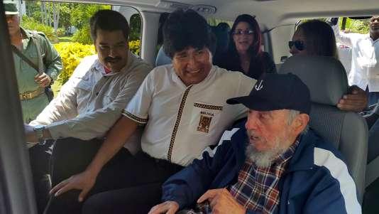 Fidel Castro avec le président bolivien, Evo Morales, et le président vénézuélien, Nicolas Maduro, le 13 août à La Havane.