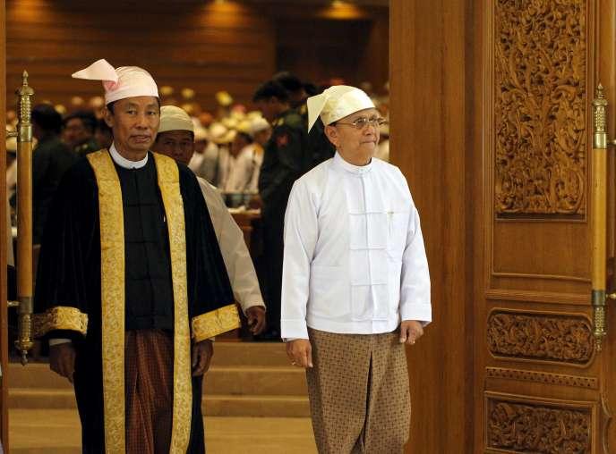 Shwe Mann (à gauche) et Thein Sein, le 26 mars à Naypyidaw.